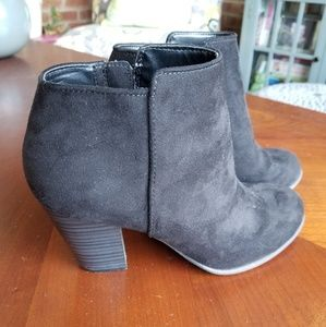Old Navy faux leathet boots